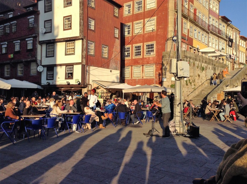 outdoor cafe's, live music, buskers, Porto, Portugal