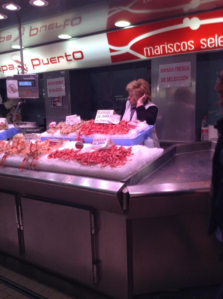 seafood-vendor-farmers-market-Valencia